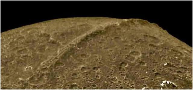 luna-lapetus9